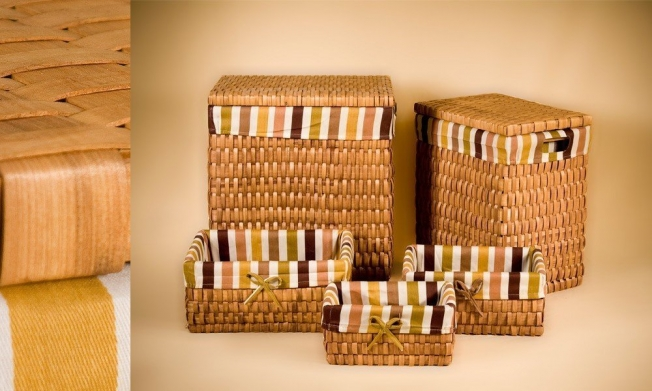 Set of 2 Laundry basket and 3 wicker containers